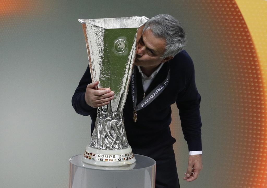 Dan khach VIP chung kien chien cong lich su cua Man Utd hinh anh 9