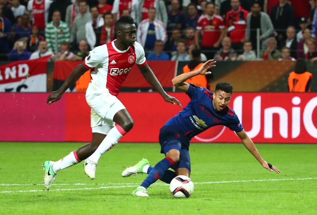 Cham diem chung ket Europa League: 'Cuu tinh' Fellaini hinh anh 12