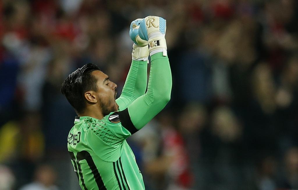Cham diem chung ket Europa League: 'Cuu tinh' Fellaini hinh anh 1