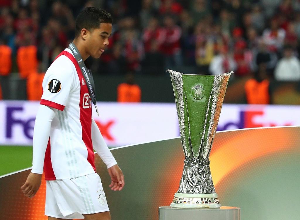 Dan sao tre Ajax guc nga sau that bai truoc MU hinh anh 4
