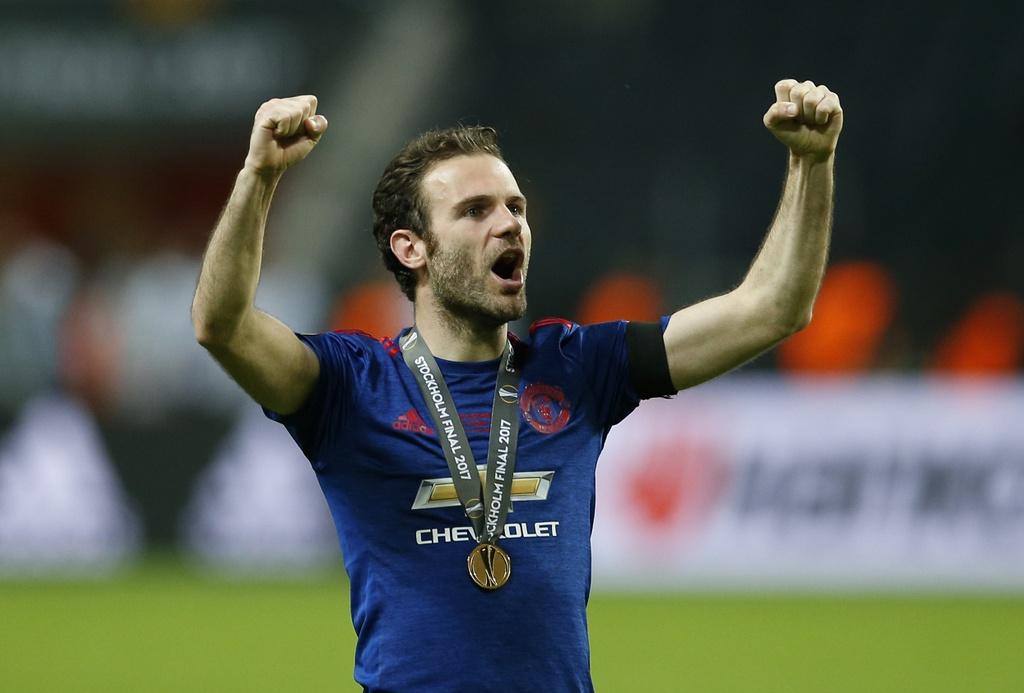 Cham diem chung ket Europa League: 'Cuu tinh' Fellaini hinh anh 8