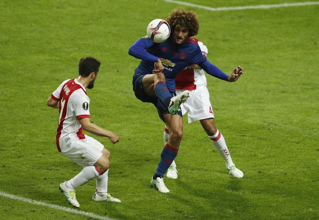 Cham diem chung ket Europa League: 'Cuu tinh' Fellaini hinh anh 9
