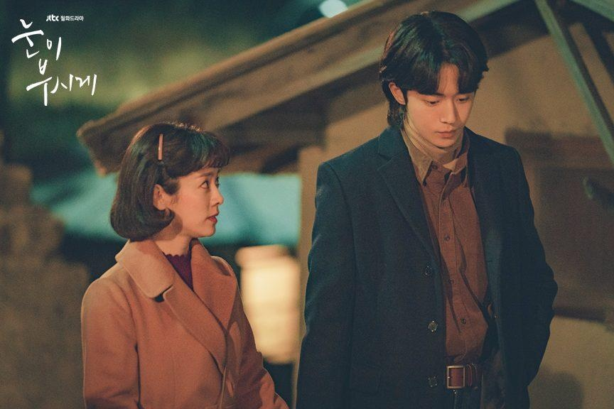 Cap doi Han chenh lech chieu cao,  Song Hye Kyo anh 3