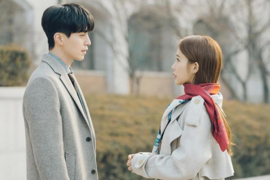 Cap doi Han chenh lech chieu cao,  Song Hye Kyo anh 6