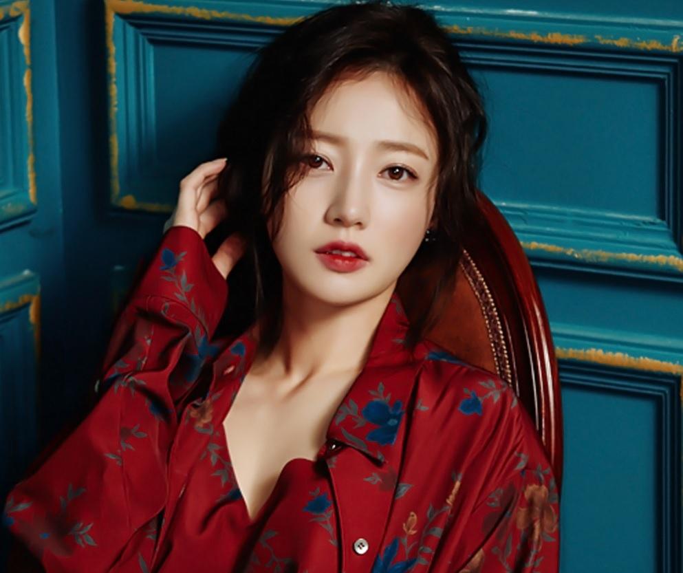 Song Ha Yoon,  Intimate Strangers,  Tiec trang mau anh 2