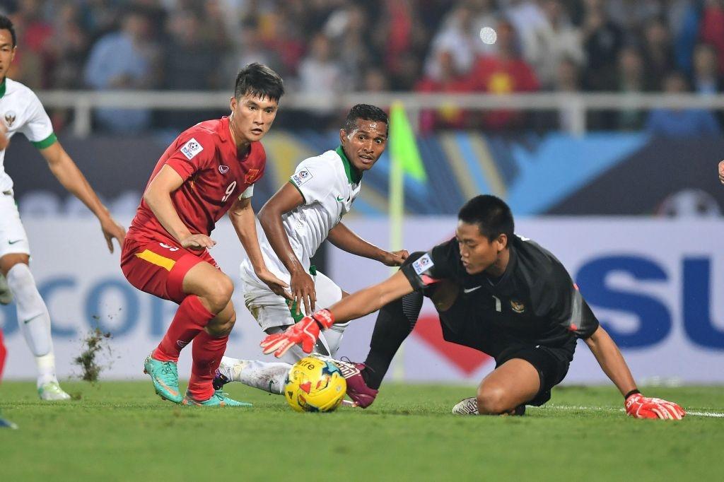 Trong doi hinh Viet Nam thua Indonesia nam 2016, chi 5 nguoi tru lai hinh anh 11
