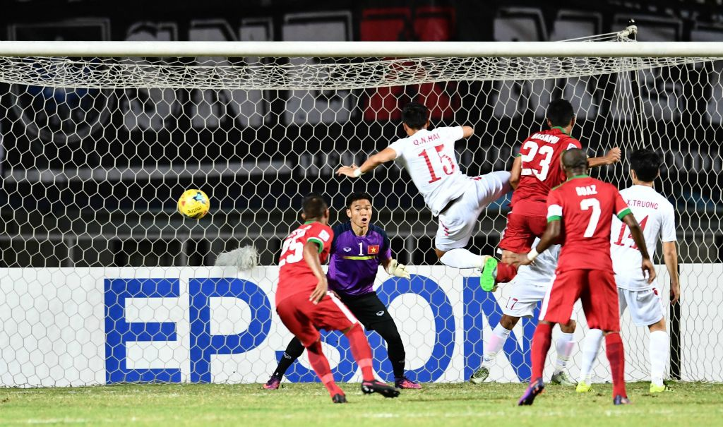 Trong doi hinh Viet Nam thua Indonesia nam 2016, chi 5 nguoi tru lai hinh anh 1