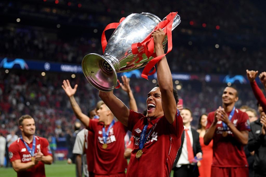 Khoanh khac Liverpool nang cao cup vo dich Champions League sau 14 nam hinh anh 6