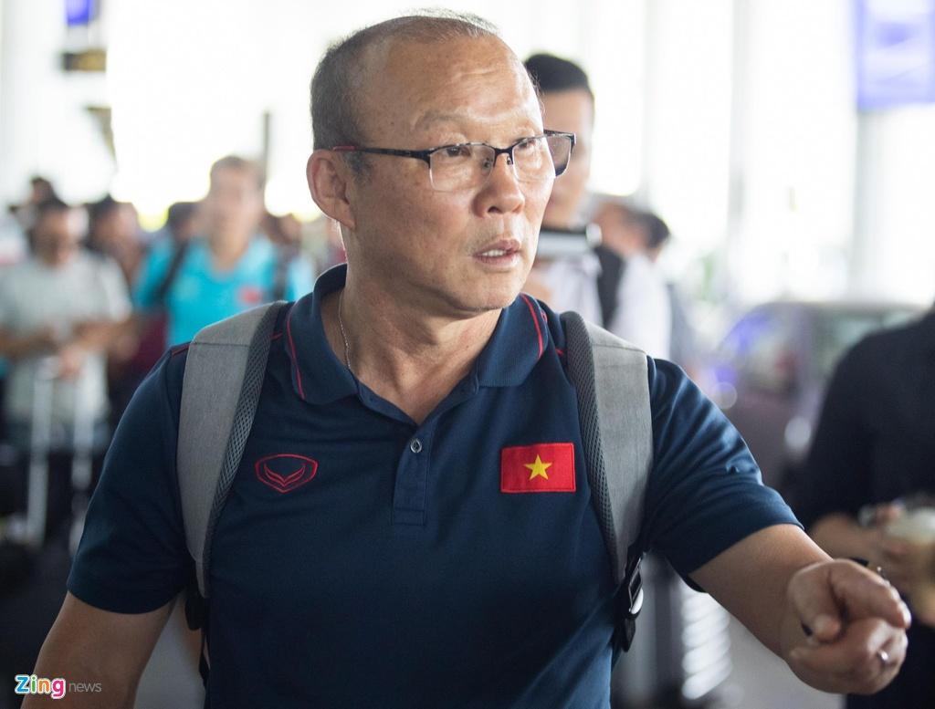 Tuyen Viet Nam ve den Noi Bai sau khi gianh ngoi a quan King's Cup hinh anh 9