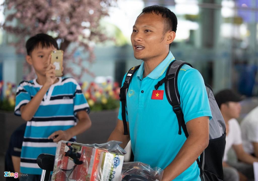 Tuyen Viet Nam ve den Noi Bai sau khi gianh ngoi a quan King's Cup hinh anh 7