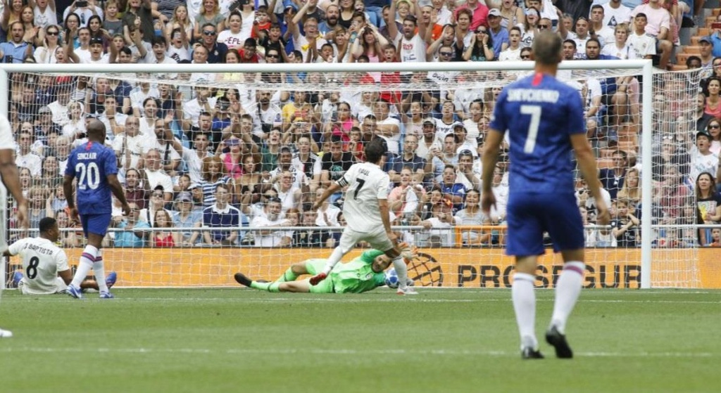 Raul toa sang trong tran dau giua huyen thoai Real va Chelsea hinh anh 3
