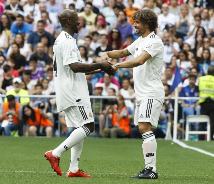 Raul toa sang trong tran dau giua huyen thoai Real va Chelsea hinh anh 8