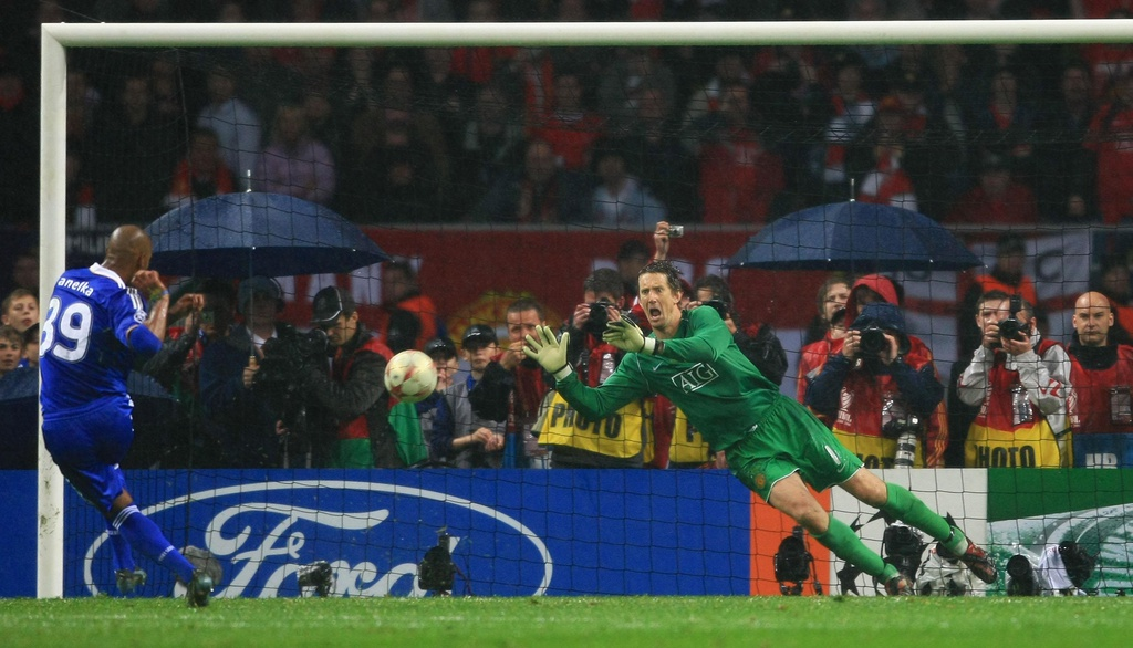 Voi Ronaldo va Rooney, MU thong tri chau Au hon 10 nam truoc hinh anh 1