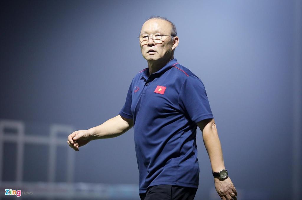 HLV Park xuong san bat hoc tro tap do bong sau pha xu ly loi hinh anh 12