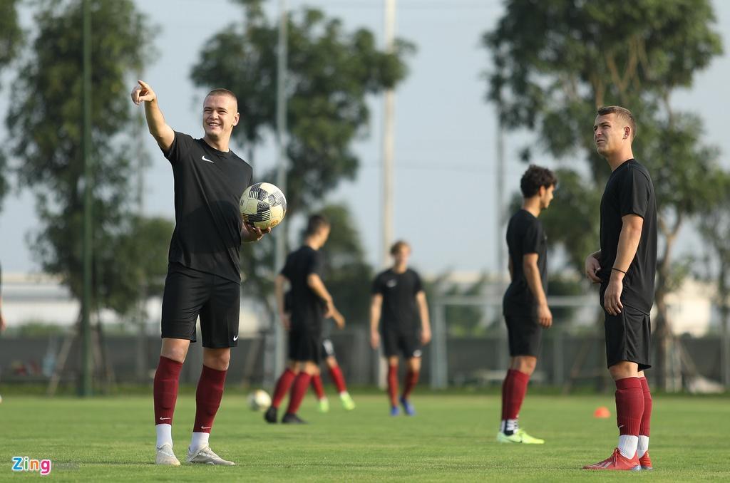 U19 Sarajevo tap luyen tai Ha Noi, chuan bi du giai quoc te hinh anh 2