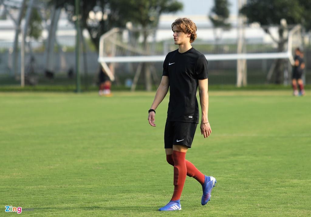 U19 Sarajevo tap luyen tai Ha Noi, chuan bi du giai quoc te hinh anh 3