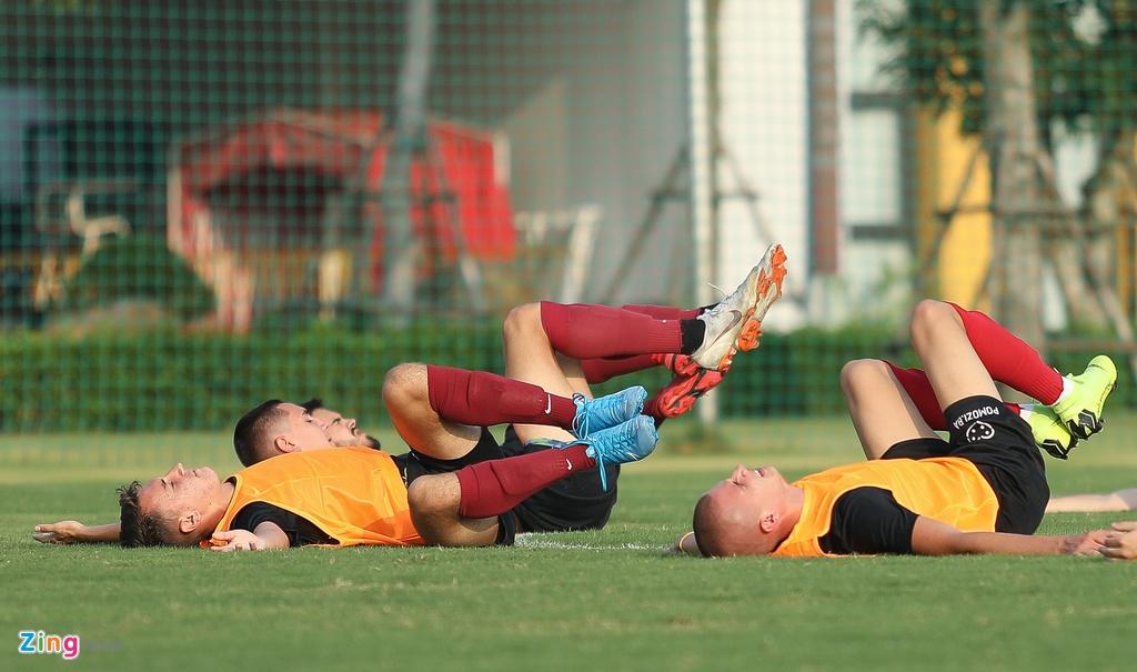 U19 Sarajevo tap luyen tai Ha Noi, chuan bi du giai quoc te hinh anh 4