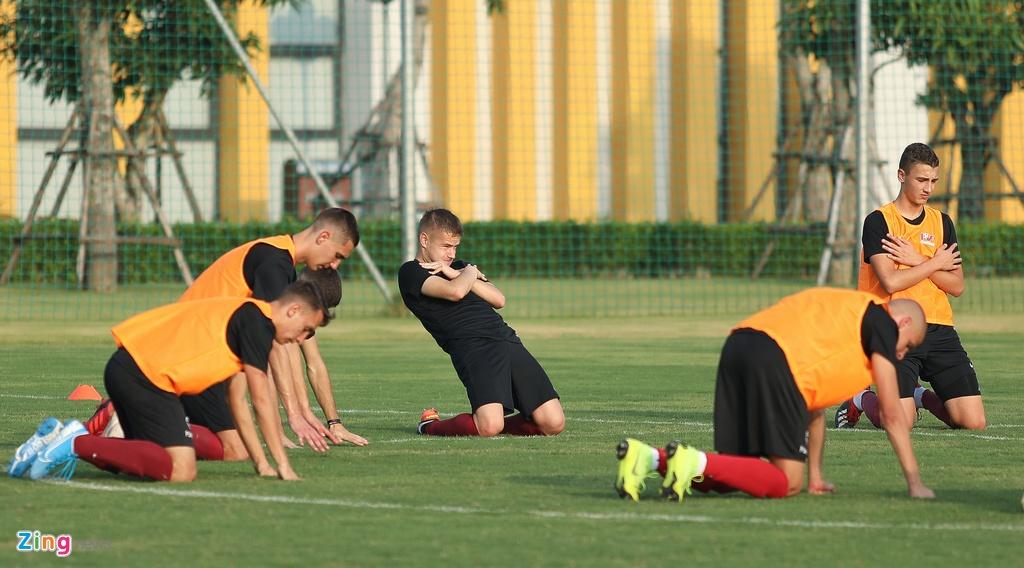 U19 Sarajevo tap luyen tai Ha Noi, chuan bi du giai quoc te hinh anh 5