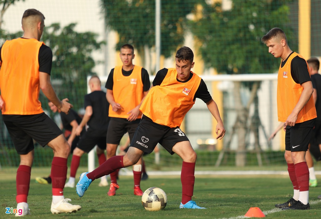 U19 Sarajevo tap luyen tai Ha Noi, chuan bi du giai quoc te hinh anh 6