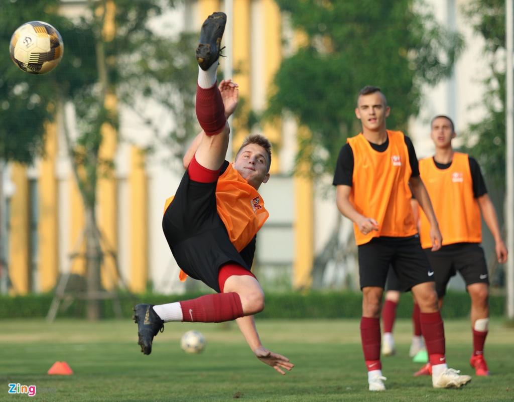 U19 Sarajevo tap luyen tai Ha Noi, chuan bi du giai quoc te hinh anh 8