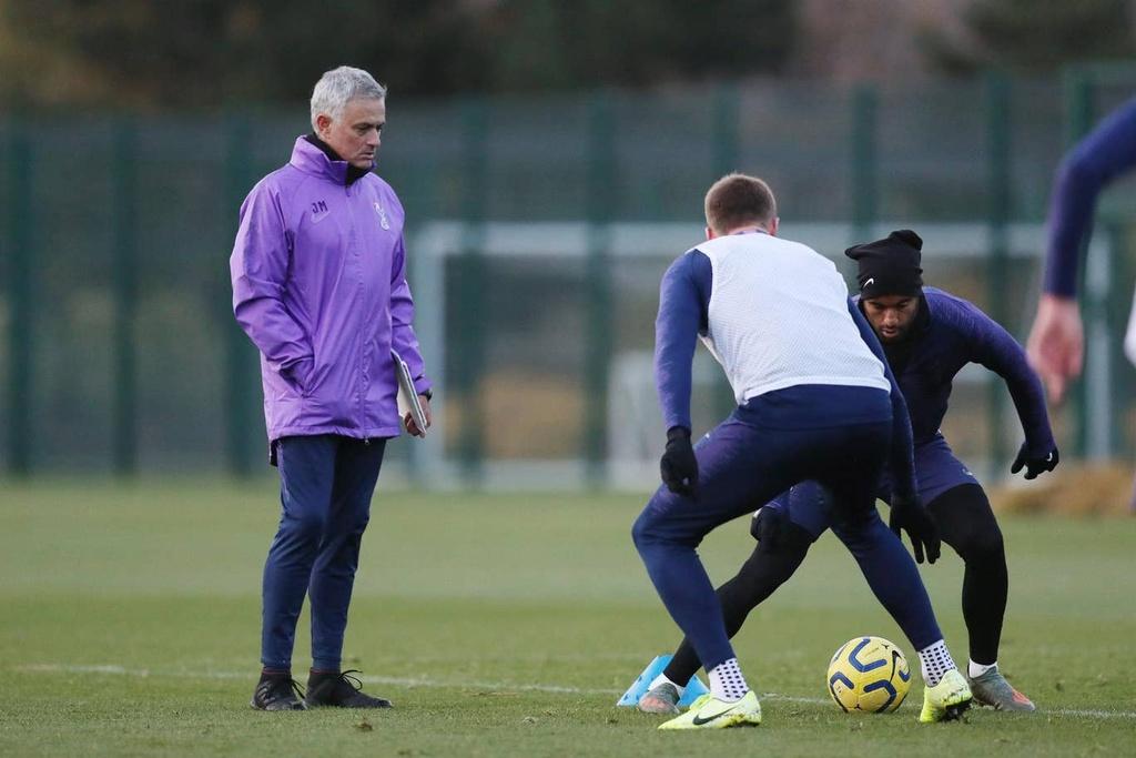 Mourinho hao hung trong buoi tap dau voi Son, Kane hinh anh 6