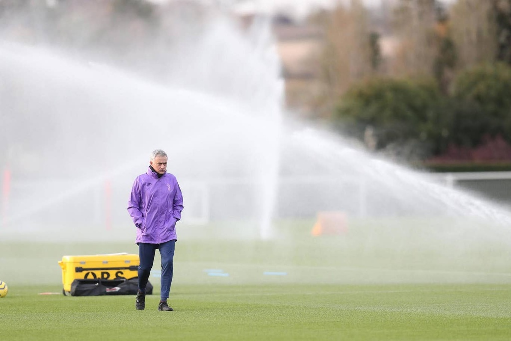 Mourinho hao hung trong buoi tap dau voi Son, Kane hinh anh 10