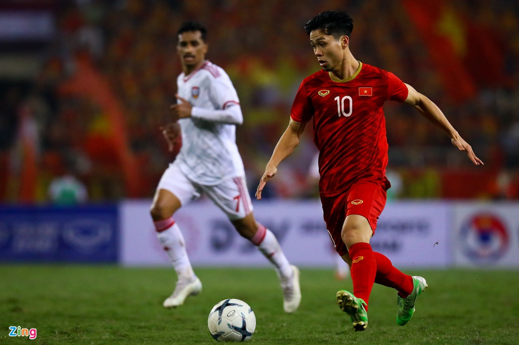 Tam gac giac mo xuat ngoai, Cong Phuong se toa sang o V.League? hinh anh 4 Cong_Phuong_vs_UAE_1_zing.jpg