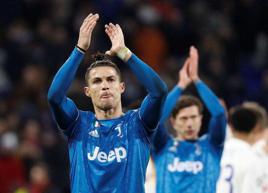 Ronaldo xua fan cuong ra khoi san khi Juventus dang thua hinh anh 11 p11.JPG