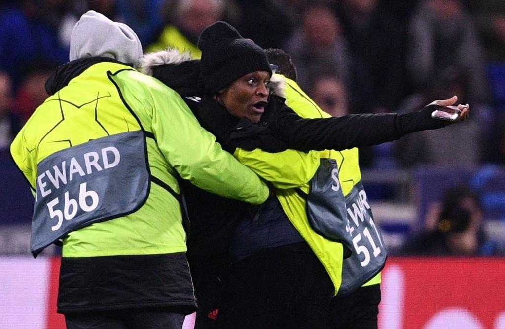 Ronaldo xua fan cuong ra khoi san khi Juventus dang thua hinh anh 3 p3.jpg