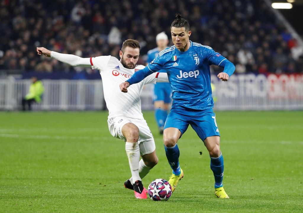 Ronaldo xua fan cuong ra khoi san khi Juventus dang thua hinh anh 4 p4.JPG