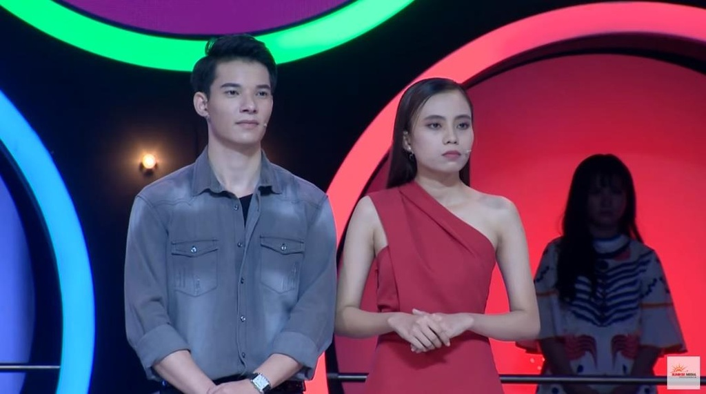 Loat nguoi choi game show hen ho dinh 'phot' noi doi, gia tao hinh anh 1