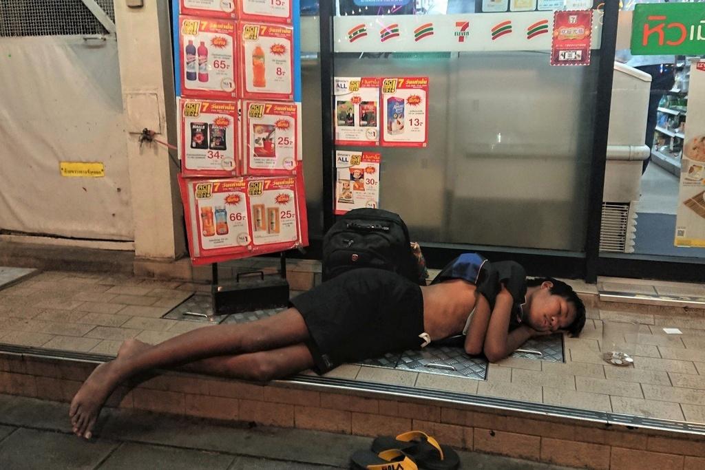 Bi danh dap, tre em Bangkok ra duong lam nguoi vo gia cu hinh anh 1 Tibor_Krausz.jpg