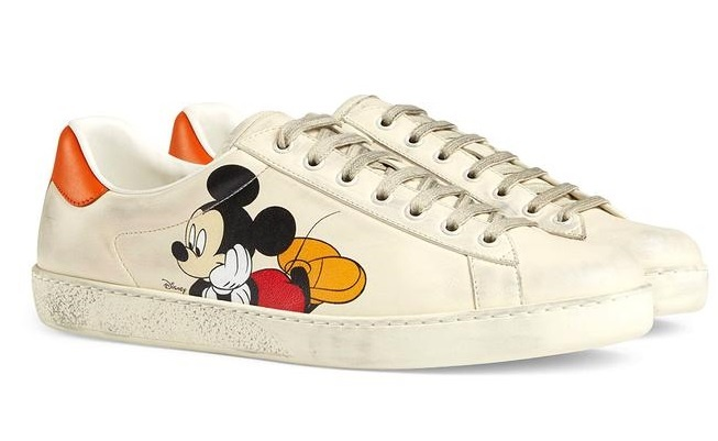 Fan tang Jennie 70 mon qua hang hieu, co tui Chanel gia hon 5.400 USD hinh anh 26 https_hypebeast.com_image_2020_01_disney_gucci_chinese_new_year_mickey_mouse_rhyton_ace_slip_on_slide_collection_release_6_2.jpg