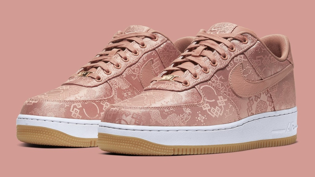 sneakers co gia ban lai cao 2020 anh 1