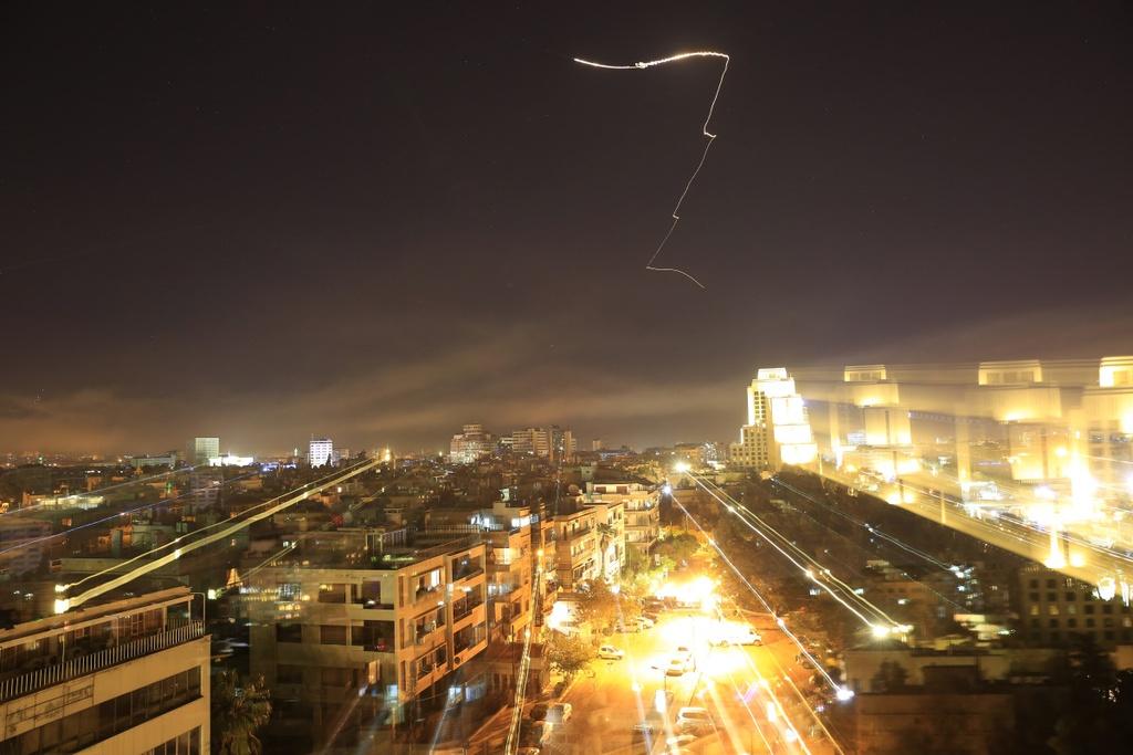 Trump tuyen bo tan cong Syria, Anh - Phap cung tham chien hinh anh 3