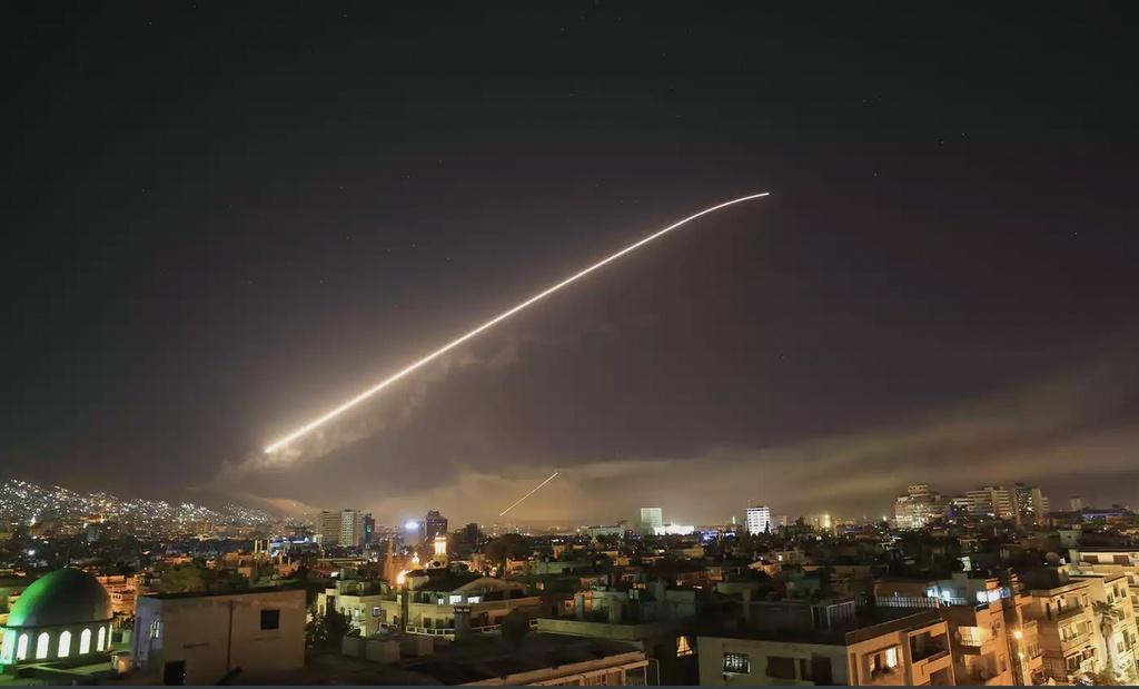 Trump tuyen bo tan cong Syria, Anh - Phap cung tham chien hinh anh 1