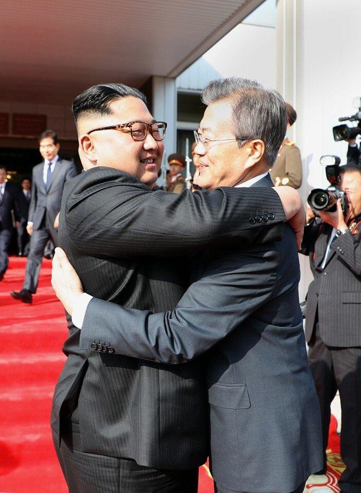 Cuoc gap bat ngo cua ong Kim va Moon tren lanh tho Trieu Tien hinh anh 1