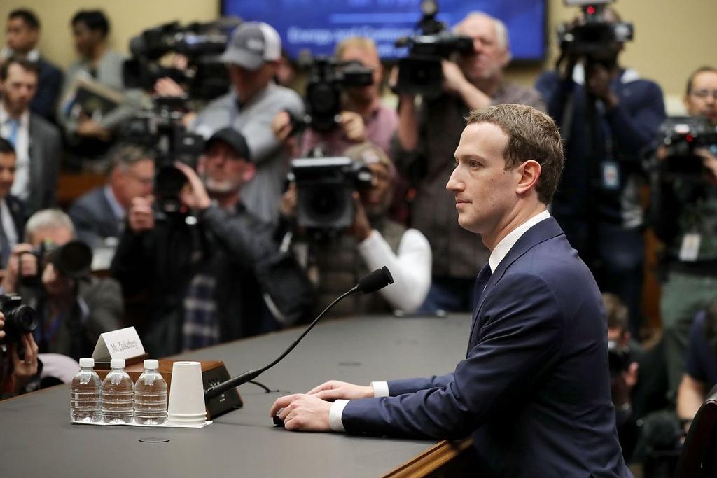 Nghi si Anh: Facebook tra loi 'khong trung thuc' ve van nan tin gia hinh anh 2
