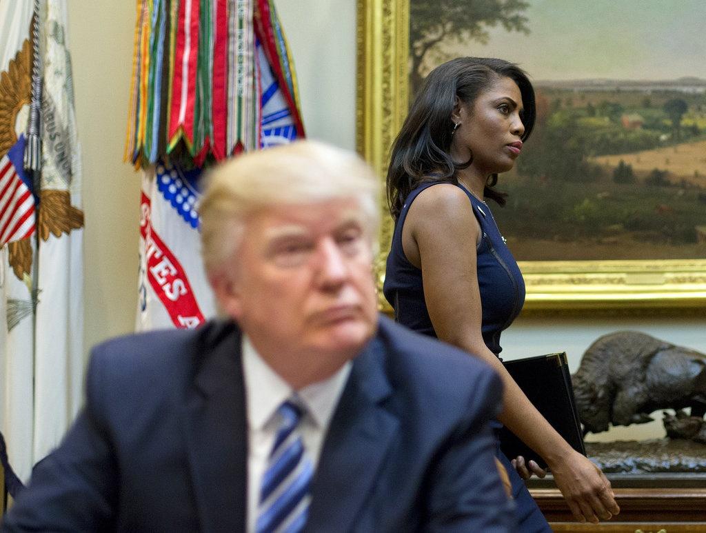 Trump xuc pham cuu tro ly anh 2