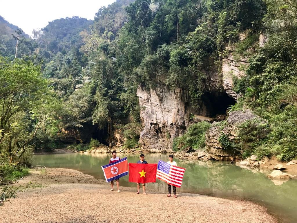 Treo co Viet, My, Trieu trong hang Son Doong, quang ba du lich Viet hinh anh 3