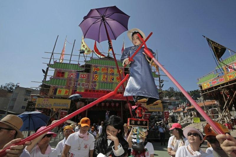 Hang nghin nguoi do ve le hoi banh bao doc dao o Hong Kong hinh anh 1