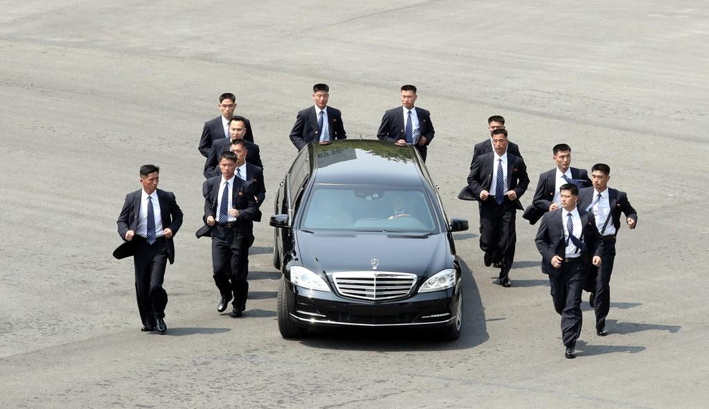 Ba lop bao ve an ninh tuyet doi cho ong Kim Jong Un hinh anh 1