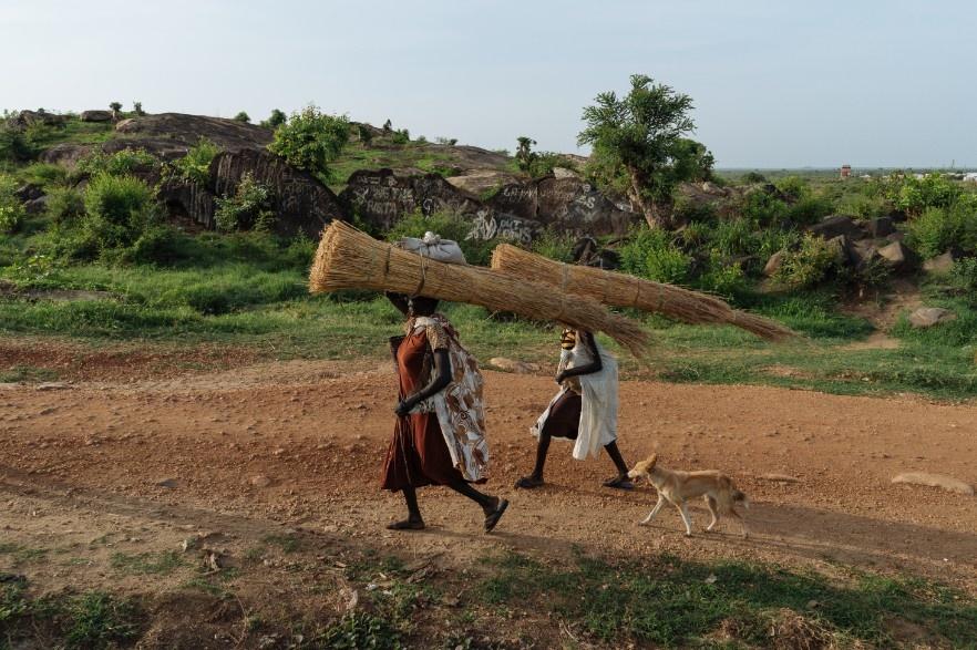 Phu nu Nam Sudan vao rung lay cui: Bi cuong hiep hay ca nha nhin doi hinh anh 4