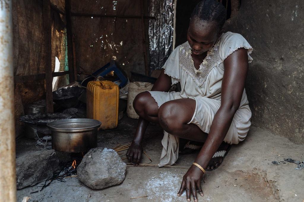 Phu nu Nam Sudan vao rung lay cui: Bi cuong hiep hay ca nha nhin doi hinh anh 5