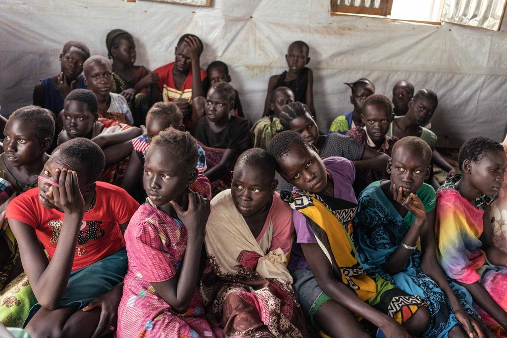 Phu nu Nam Sudan vao rung lay cui: Bi cuong hiep hay ca nha nhin doi hinh anh 6