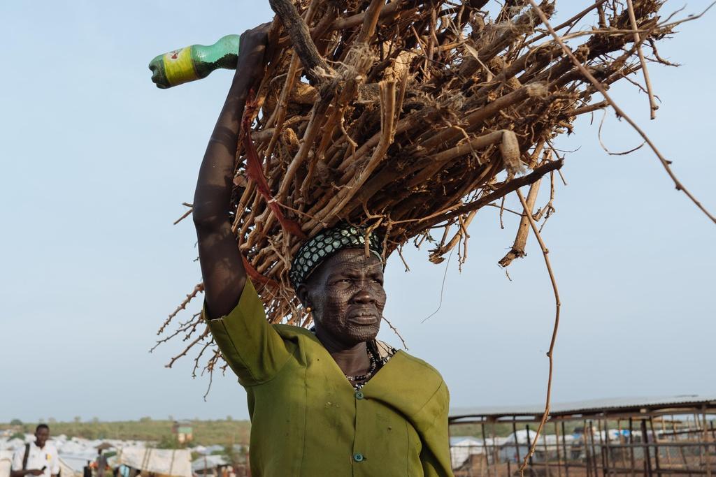 Phu nu Nam Sudan vao rung lay cui: Bi cuong hiep hay ca nha nhin doi hinh anh 8