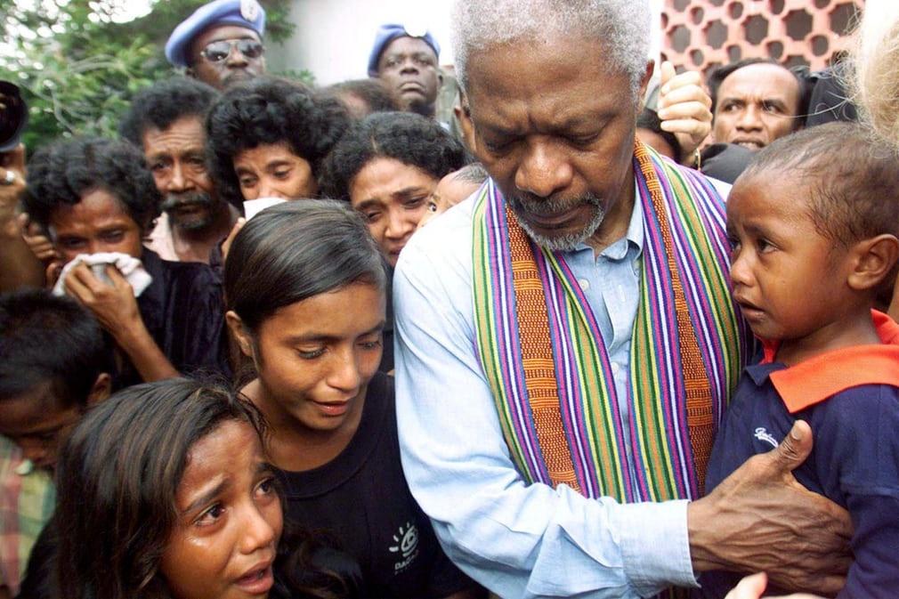 Kofi Annan - vi tong thu ky LHQ mot doi tan tam vi hoa binh the gioi hinh anh 10