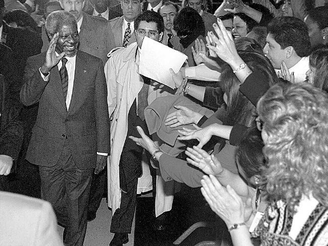 Kofi Annan - vi tong thu ky LHQ mot doi tan tam vi hoa binh the gioi hinh anh 5