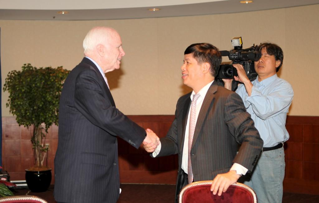 TNS John McCain - tieng noi di dau vun dap quan he Viet - My hinh anh 12