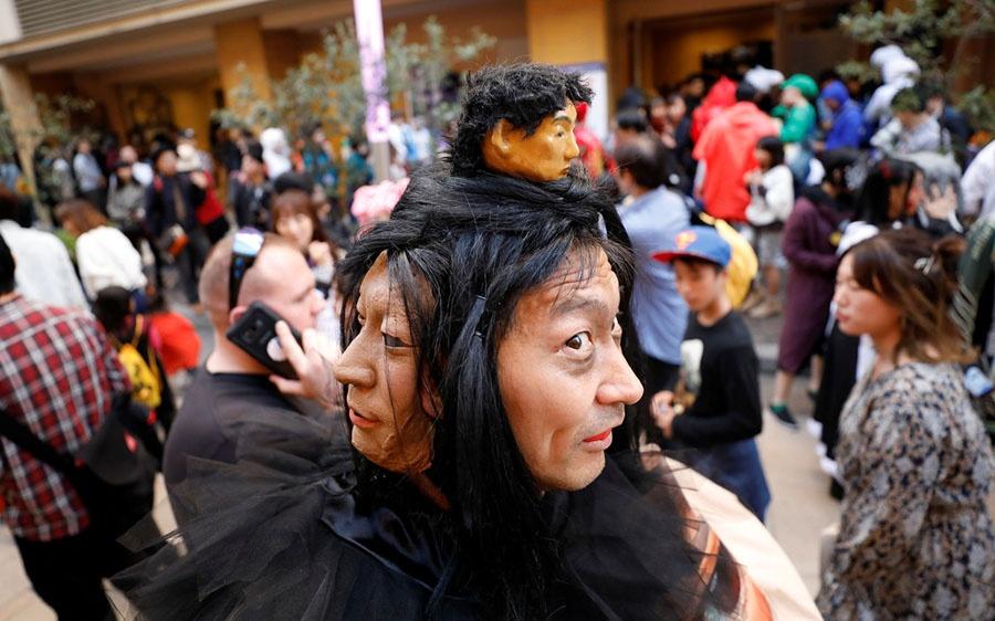 Tu A sang Au, 'ma quy' va 'phu thuy' dua nhau xuong pho mua Halloween hinh anh 4
